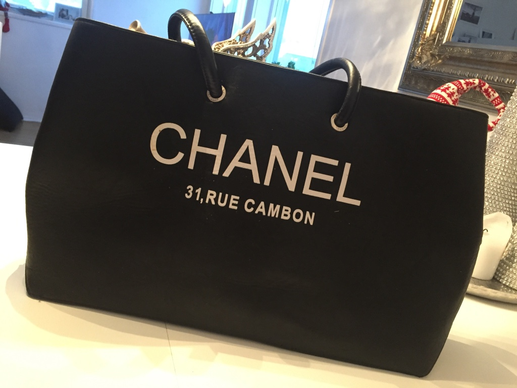 Svart chanel tote bag
