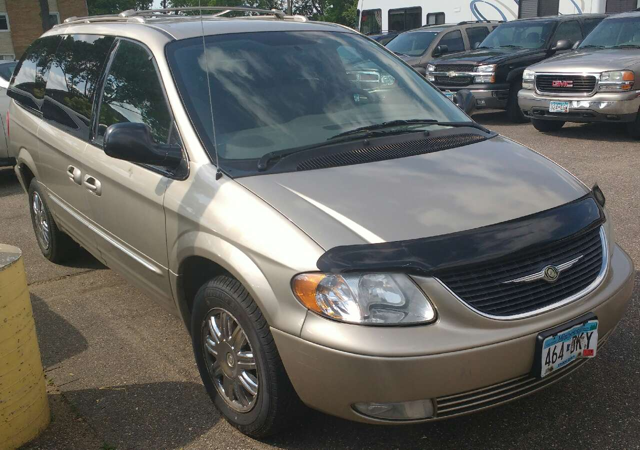 letgo 2003 chrysler town and country in minneapolis mn. Black Bedroom Furniture Sets. Home Design Ideas