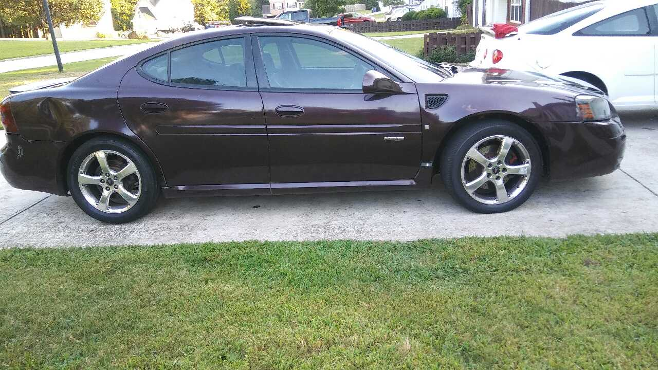letgo 2004 pontiac grand prix gxp in union city ga. Black Bedroom Furniture Sets. Home Design Ideas
