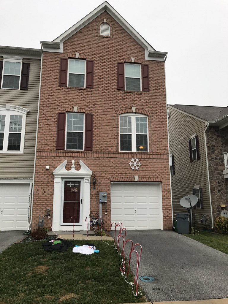 Letgo 3 bedroom 2 5 bath townhouse in hanover pa for 5 bedroom townhouse
