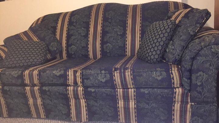Big Comfy Throw Pillows : letgo - Big Comfy Couch and 4 matching thr... in Cumming, GA