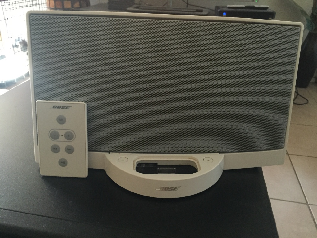 letgo white bose docking station in phoenix az. Black Bedroom Furniture Sets. Home Design Ideas