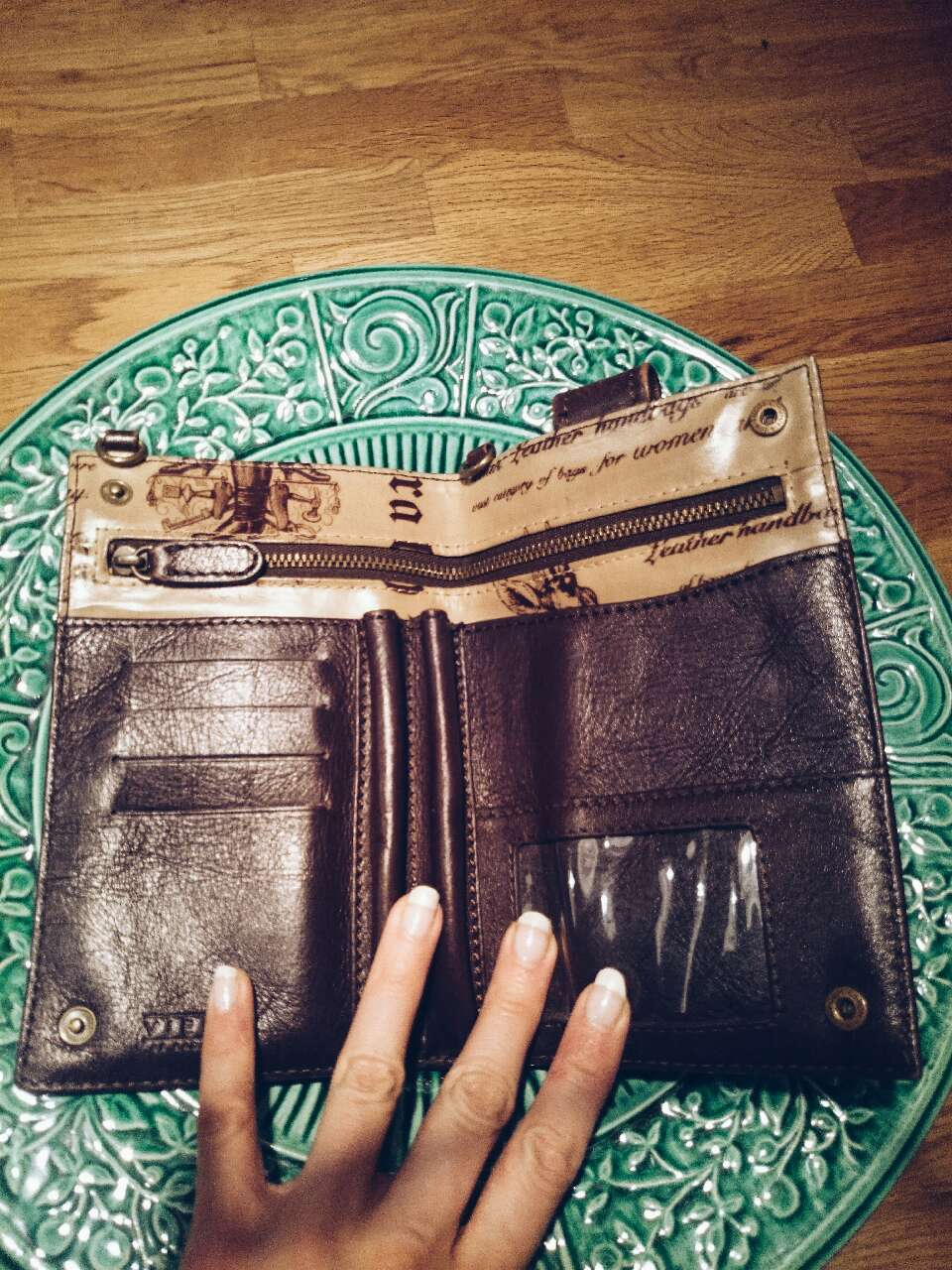 Leather Wallet / Viera By Ragazze