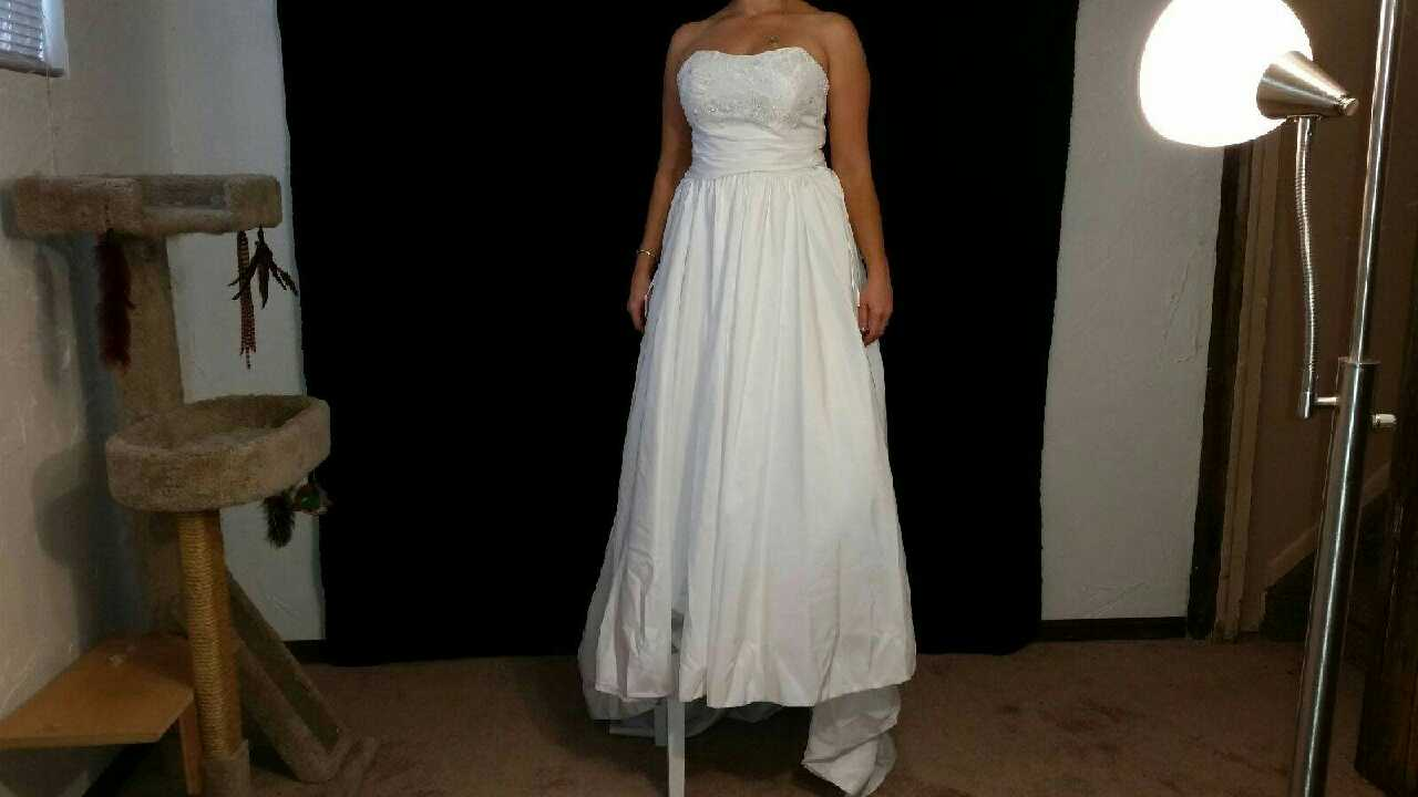 Letgo 2 piece wedding dress 2 d in federal heights co for Wedding dress skirt only