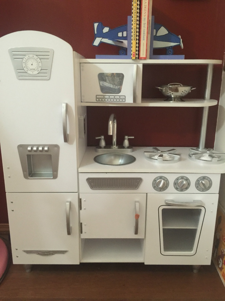 Letgo wood heavy kids kitchen in bentonville ar for Perfect kitchen description