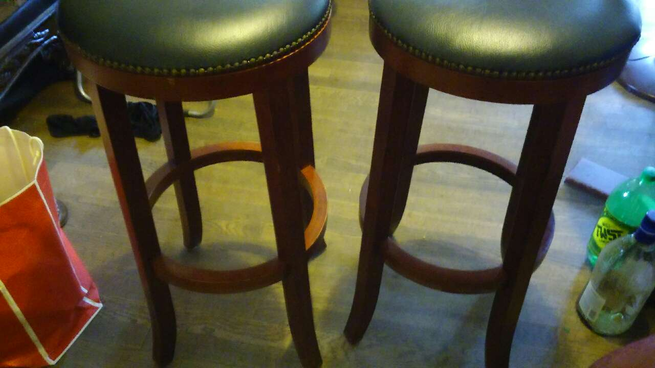 Letgo Very Nice Bar Stools 29 Inches In Greenville Sc