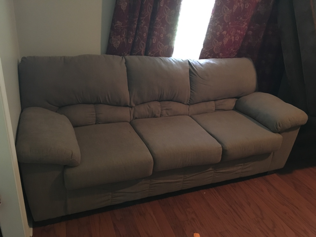 letgo - Couch and love seat in Mobile, AL
