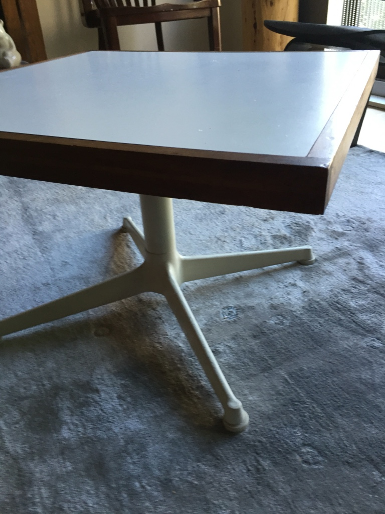 Letgo coffee accent table in wards island ny for Coffee tables 16 inches high
