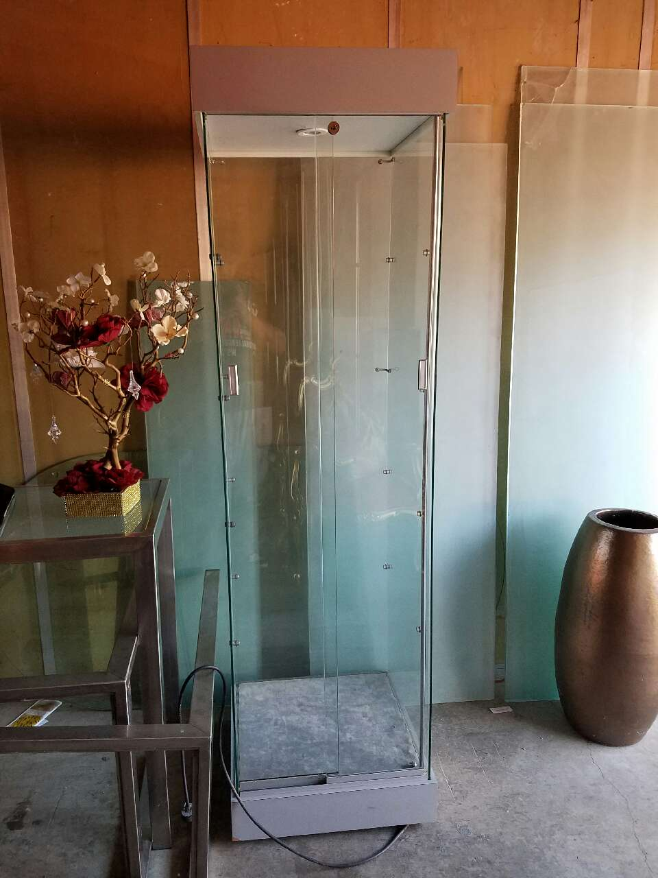 letgo lighted tower glass display case in hercules ca. Black Bedroom Furniture Sets. Home Design Ideas
