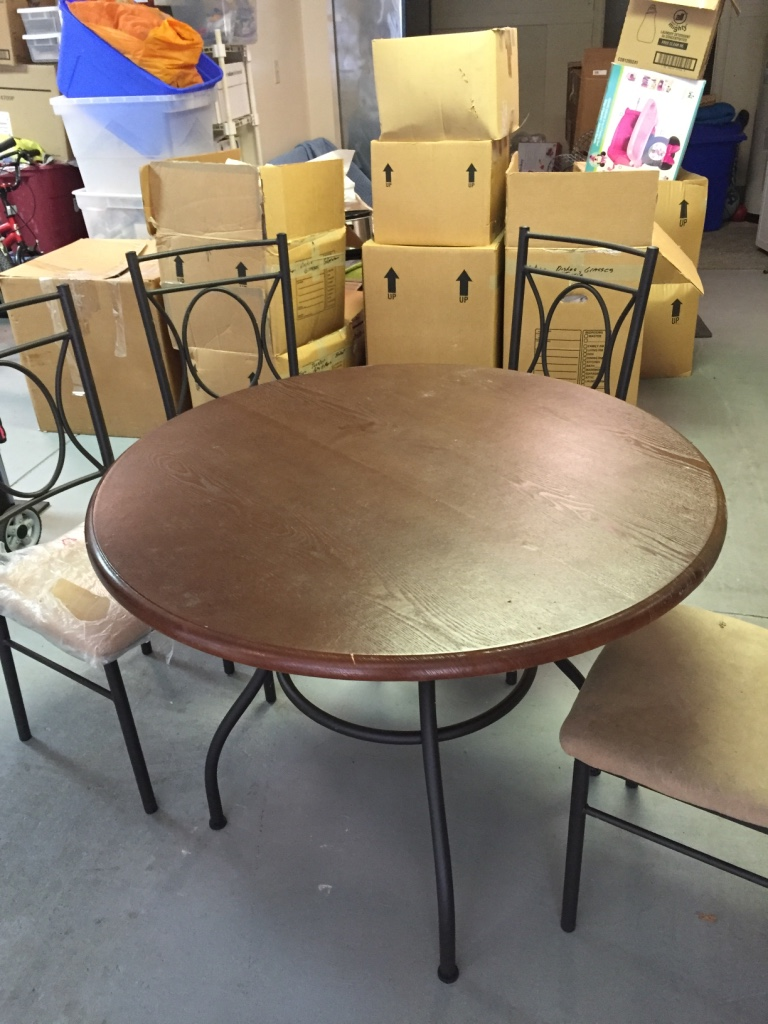 Letgo 40 Round Dining Table With Four Chairs In Moore Sc