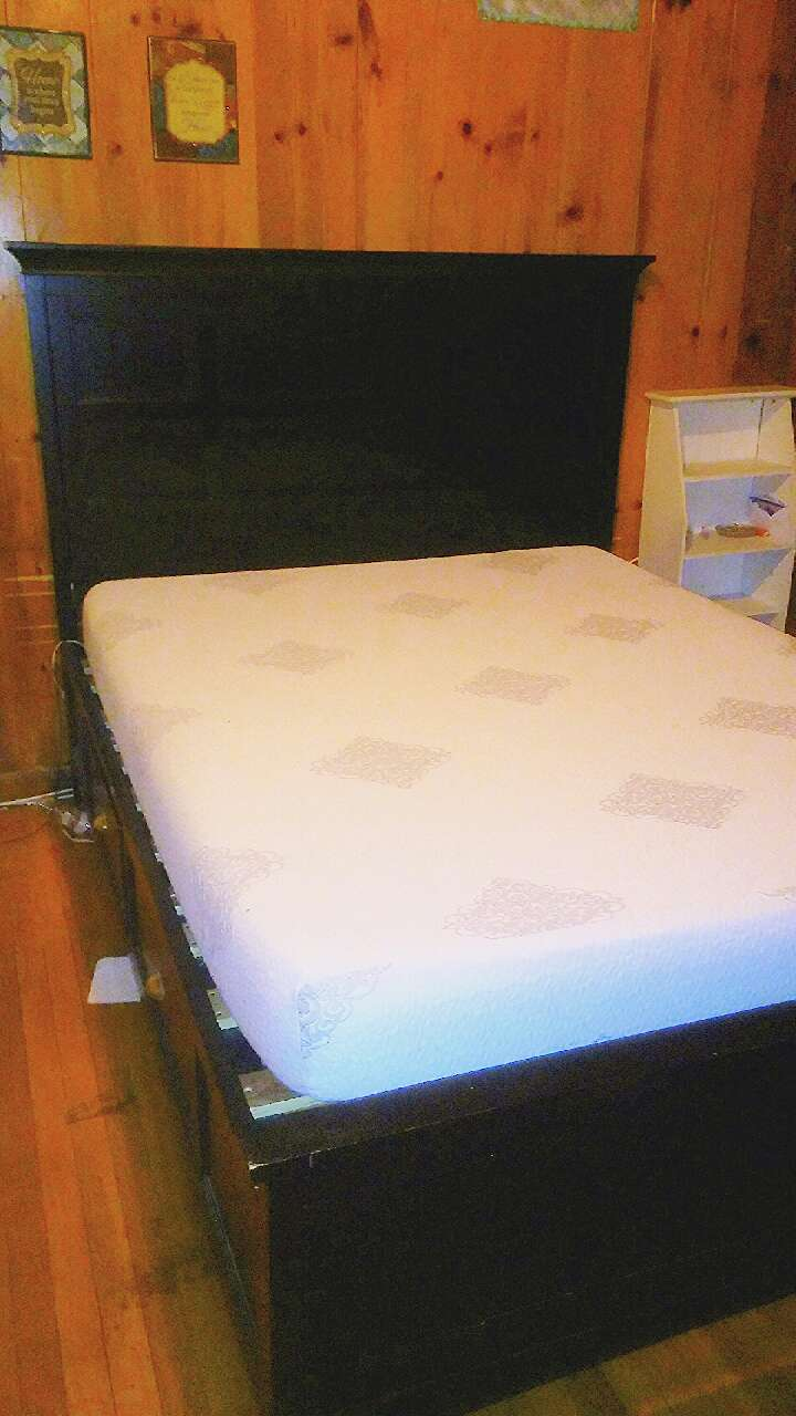 Letgo Queen Size Platform Bed With Memor In Peabody Ma