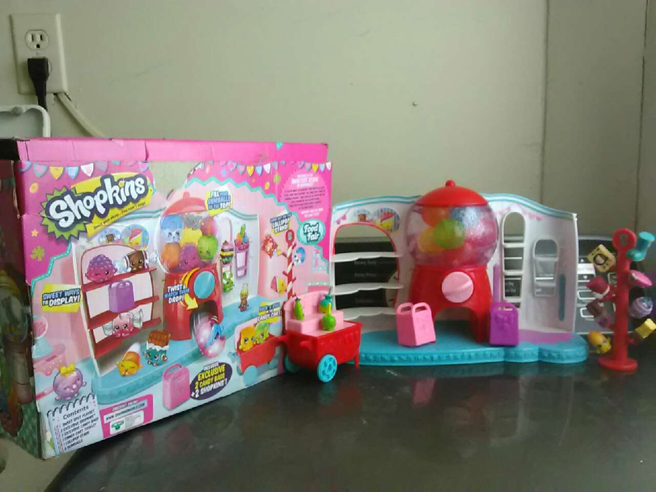 Letgo Red Pink Shopkins Toy Set In Bealwood Ga
