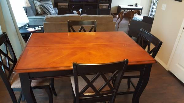 Letgo pub style dining table set in colorado springs co for Pub style dining sets