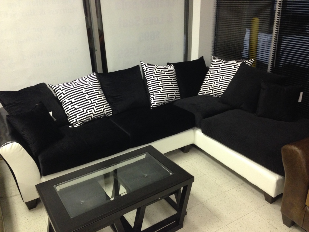 Letgo large sectional sofa in chantilly va for Good deals on living room furniture