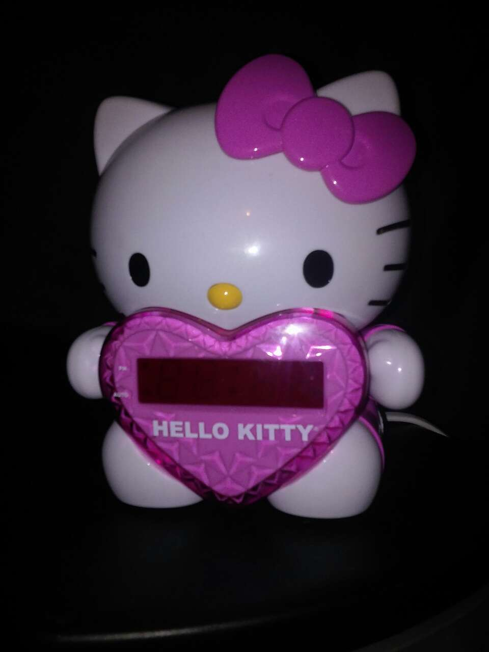 hello kitty projection alarm clock Hello kitty projection clock w am/fm radio wake to radio or alarm,120degree projection of time on wall or ceiling 15mm red led display rotary front control for time.