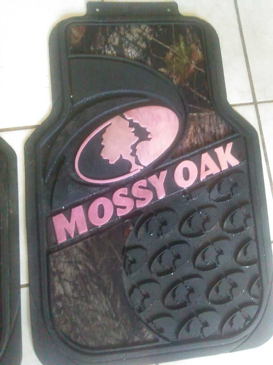 Used treaded mossy oak pink camo floor mats almost new condition