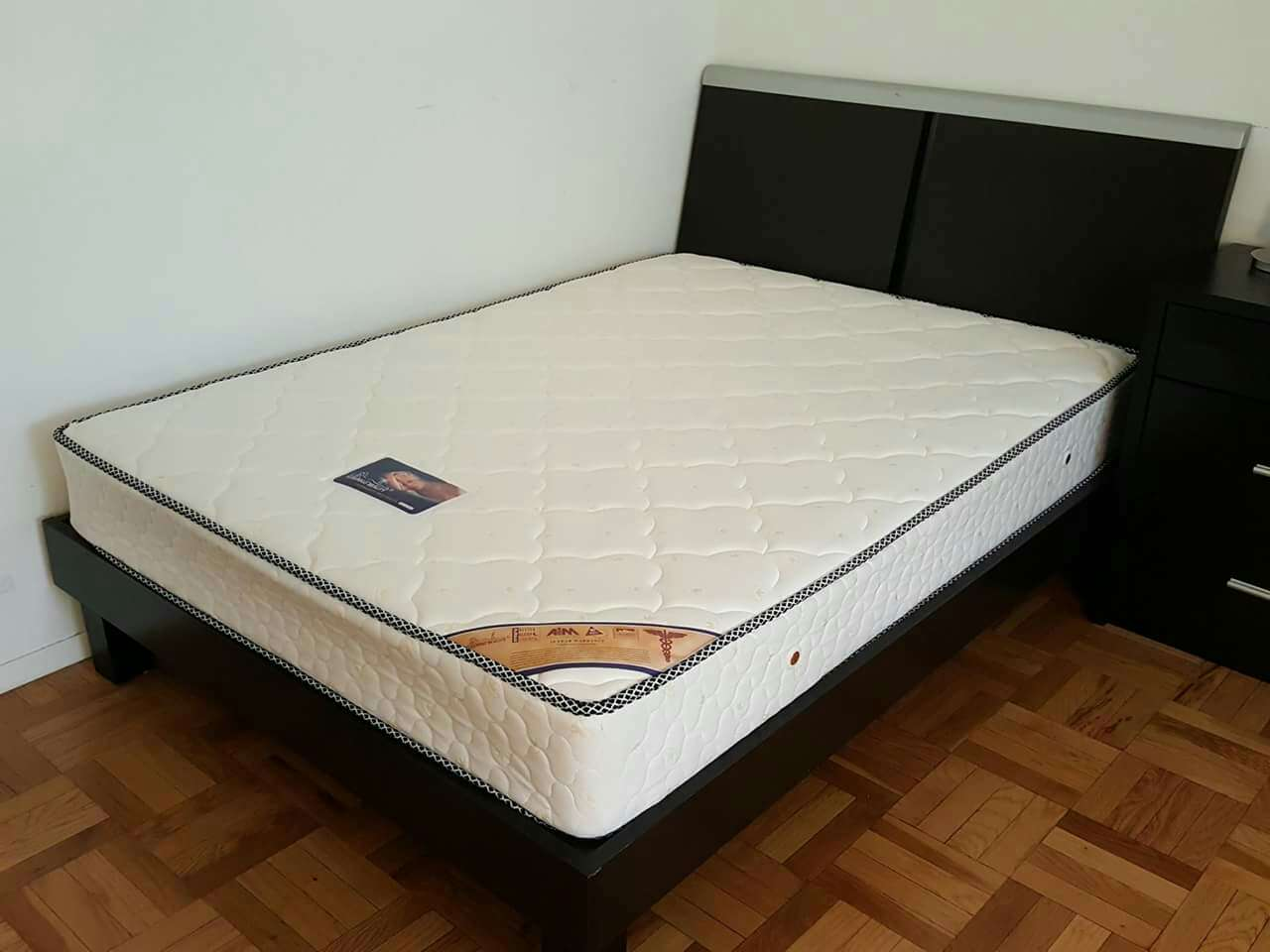 letgo Full sized mattress frame in Roosevelt Island NY
