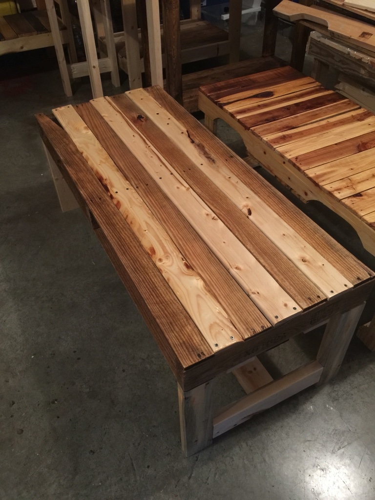 Letgo long pallet coffee table in sango tn for Long coffee table with storage