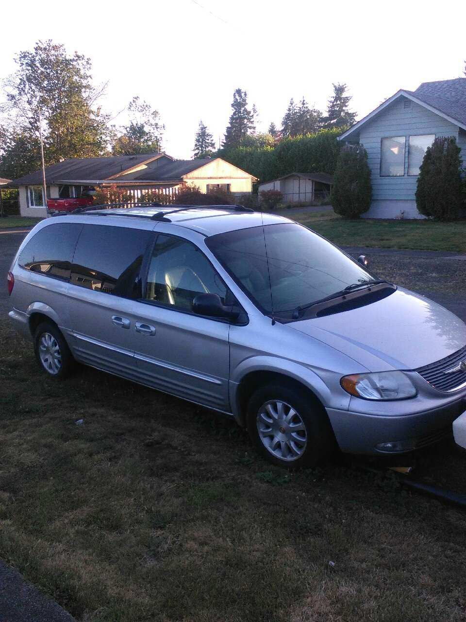 letgo 2002 chrysler town and country in alder grove wa. Black Bedroom Furniture Sets. Home Design Ideas