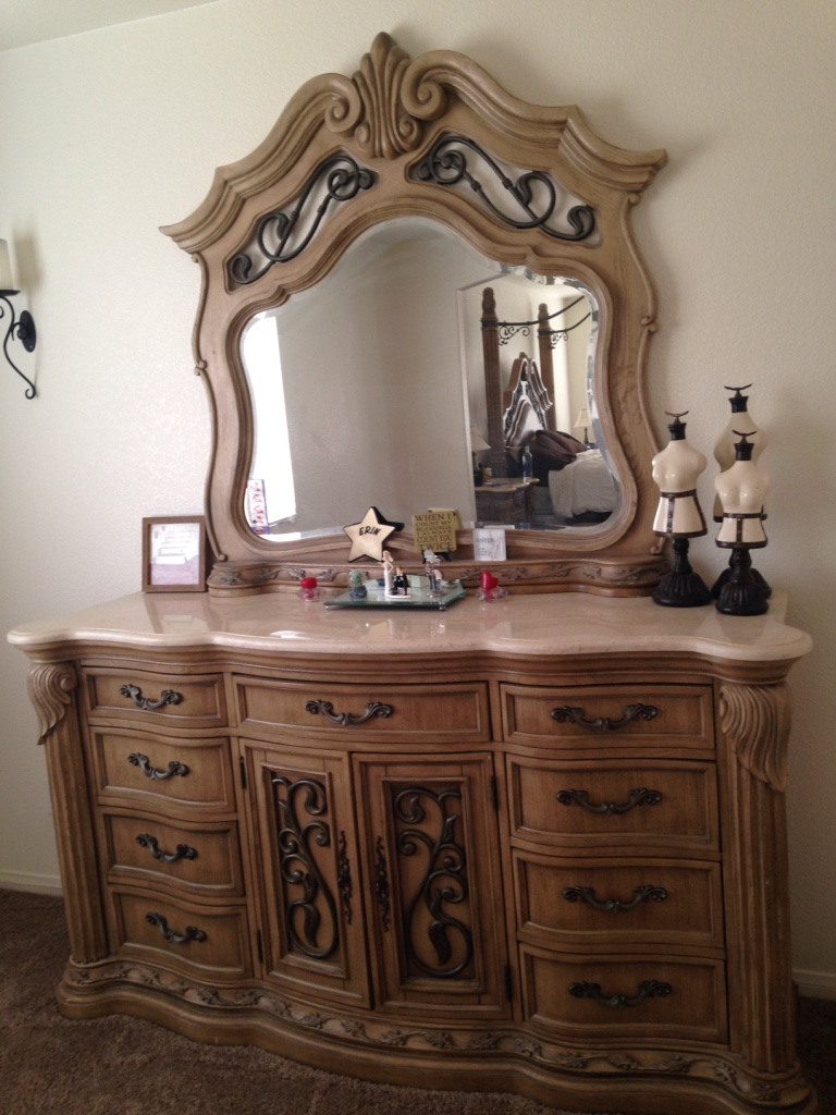 letgo - Paris bedroom set in Las Vegas, NV