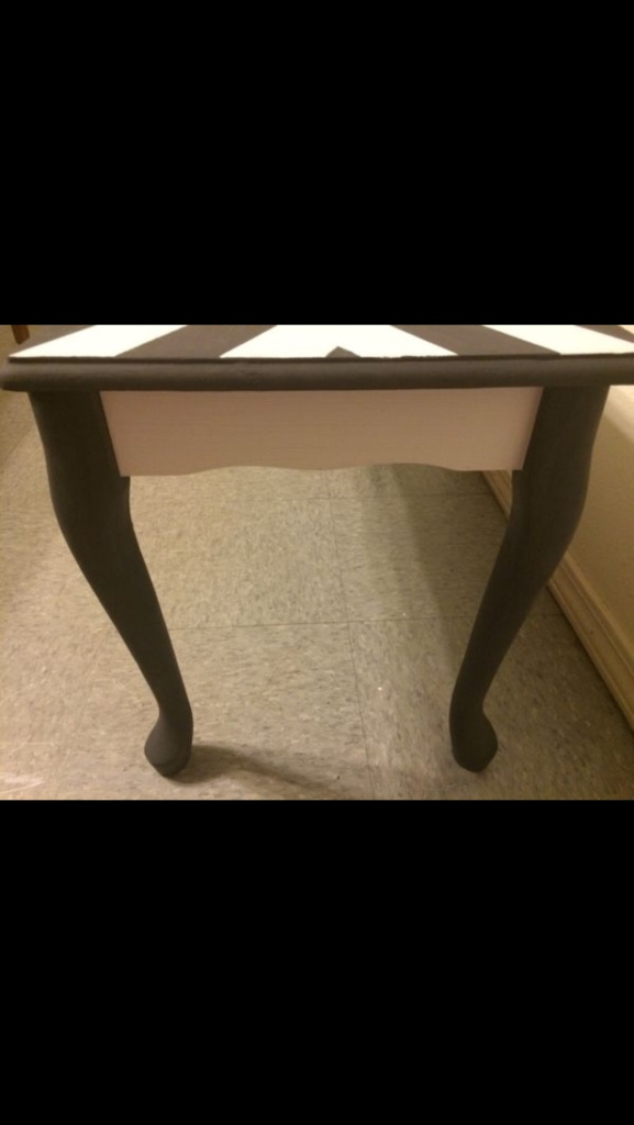 Letgo chalked end table chevron black and w in mesa az for Table 6 2 ar 71 32