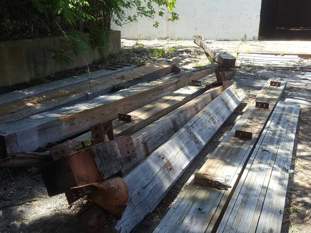 Letgo reclaimed solid wood load bearing in memphis tn for Real wood box beams