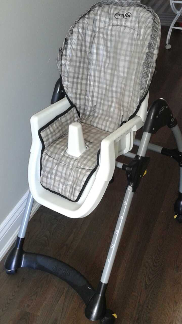 car seat and base baby trend in gatineau letgo. Black Bedroom Furniture Sets. Home Design Ideas