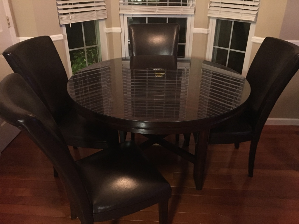 Letgo 52 in round dining table and ch in greenville nj for Round table 52 nordenham