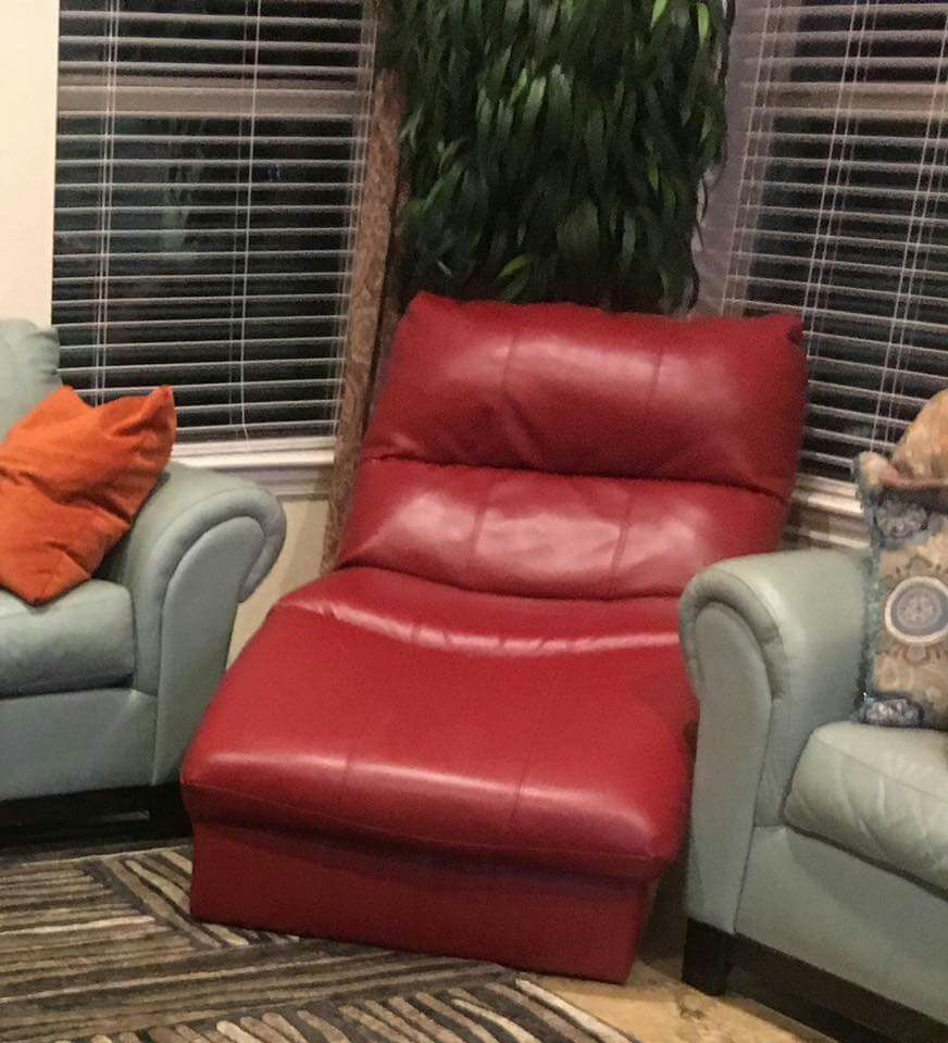 Letgo ashley furniture red leather chaise in beach tx for Ashley leather chaise lounge