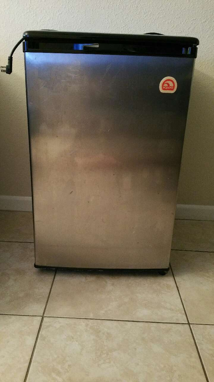 letgo mini fridge for sale in university fl. Black Bedroom Furniture Sets. Home Design Ideas