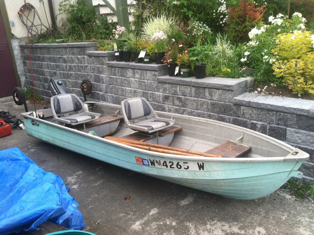 Letgo 12 foot aluminum fishing boat in crown hill wa for 12 foot fishing boat
