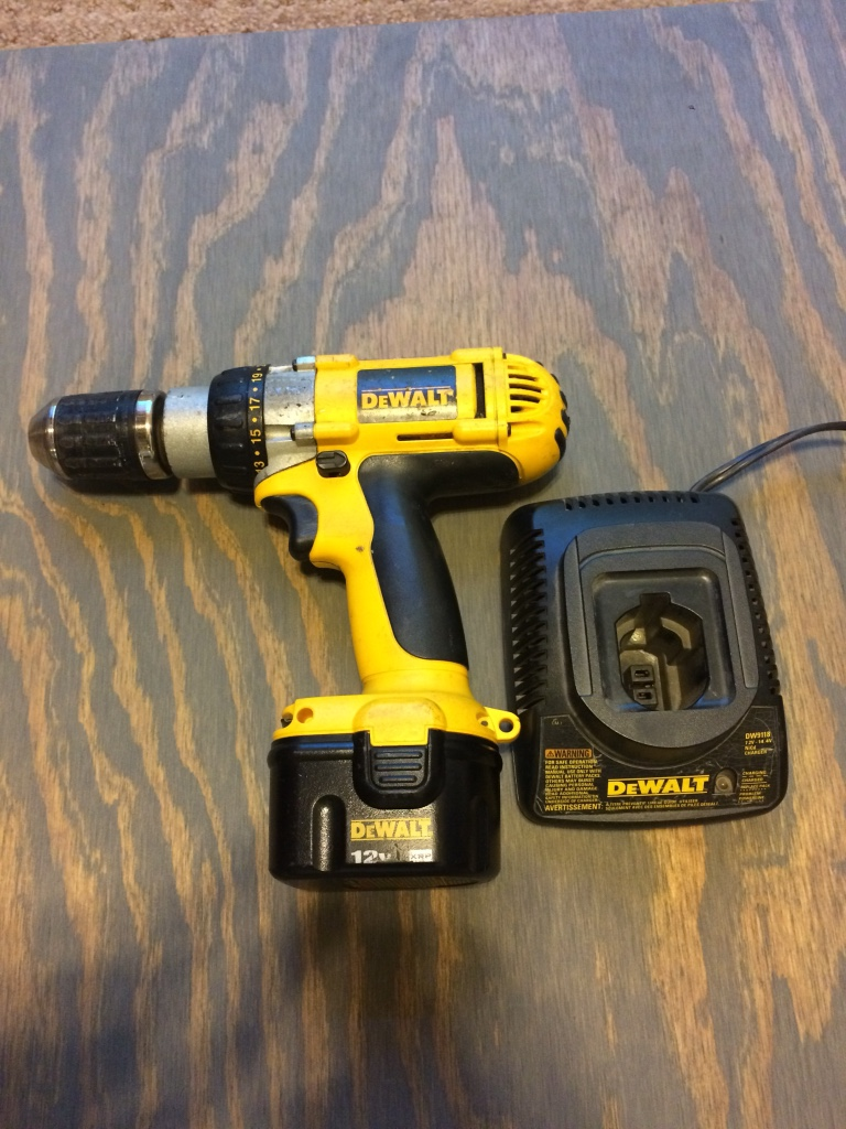 Dewalt cordless drill w/charger works great