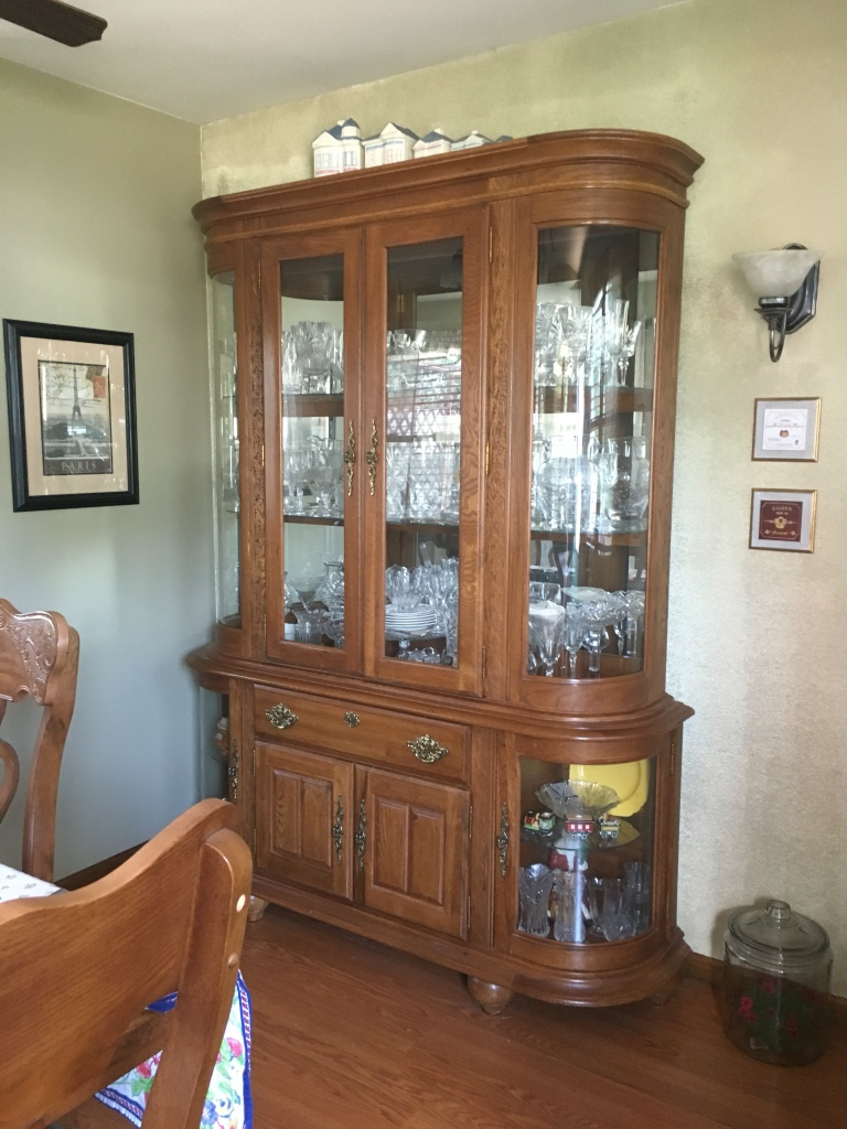 Letgo dining room set hutch table and c in troy oh for Dining room set with hutch