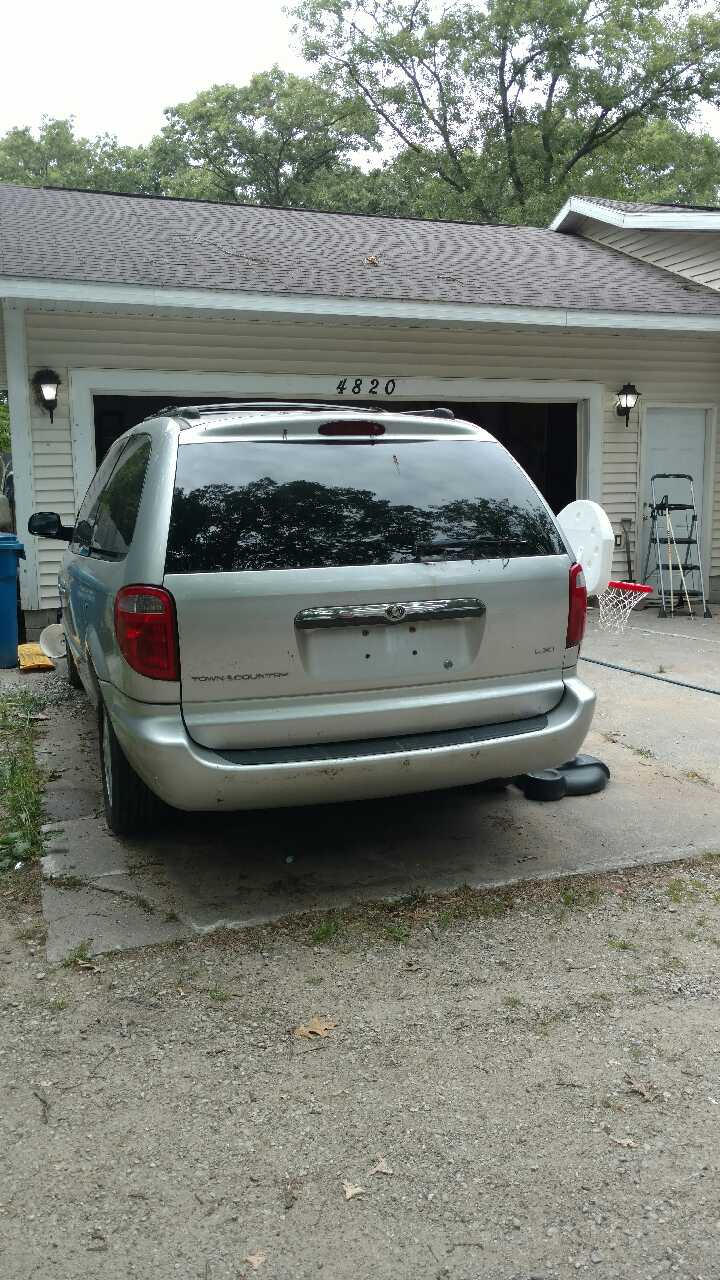 Letgo 2003 chrysler town and country lxi in muskegon mi for 1999 chrysler town and country window problems