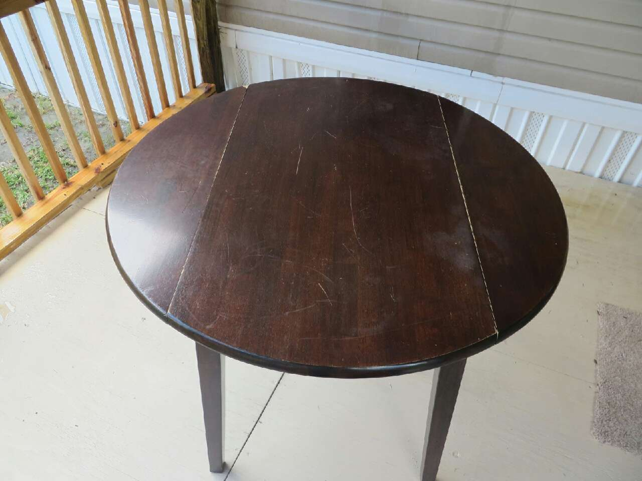 letgo round dining table dark solid woo in mulberry fl. Black Bedroom Furniture Sets. Home Design Ideas