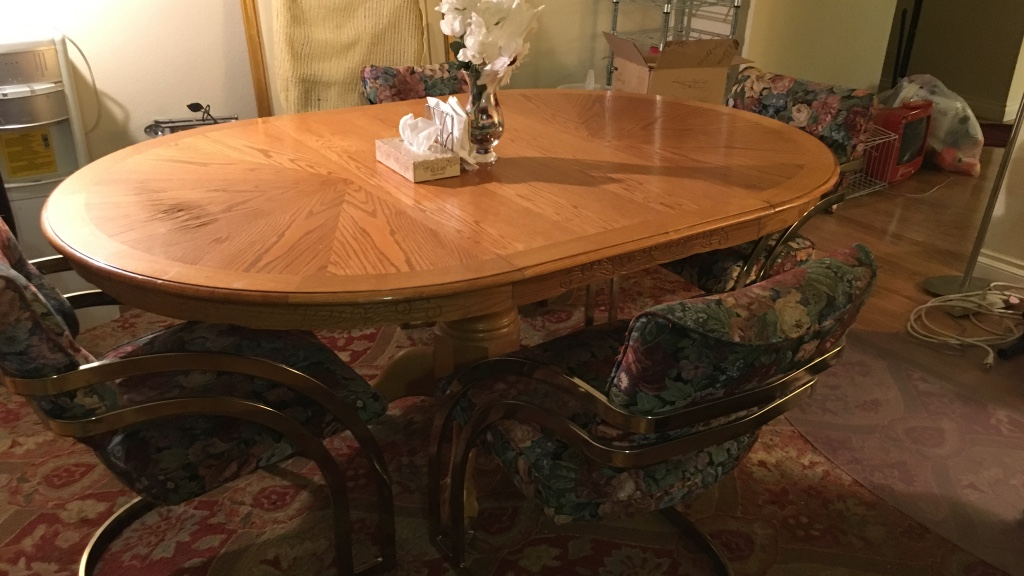 Letgo Wooden Oval Dining Table With 4 In Las Vegas NV