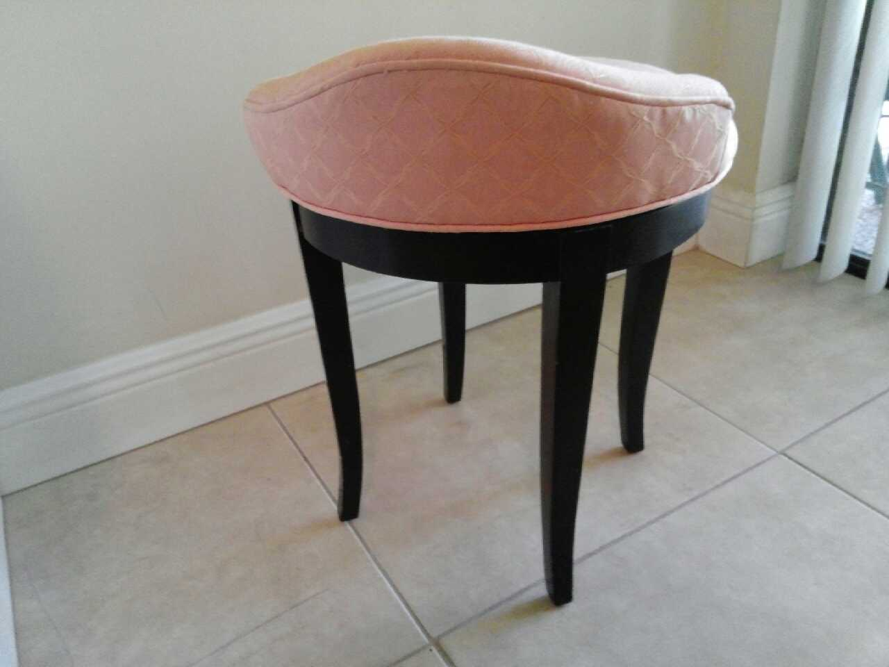 letgo pink vanity chair in parkland fl