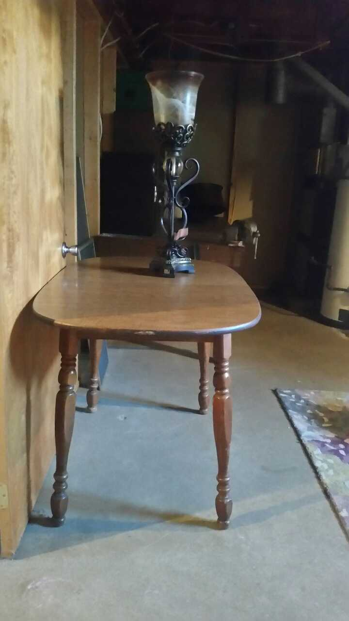Letgo brown wooden oval table in east rochester oh for Table 6 ohio