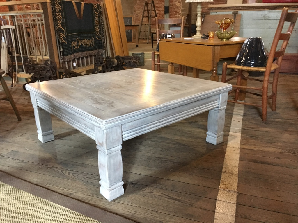 letgo - White washed coffee table in Urbancrest, OH