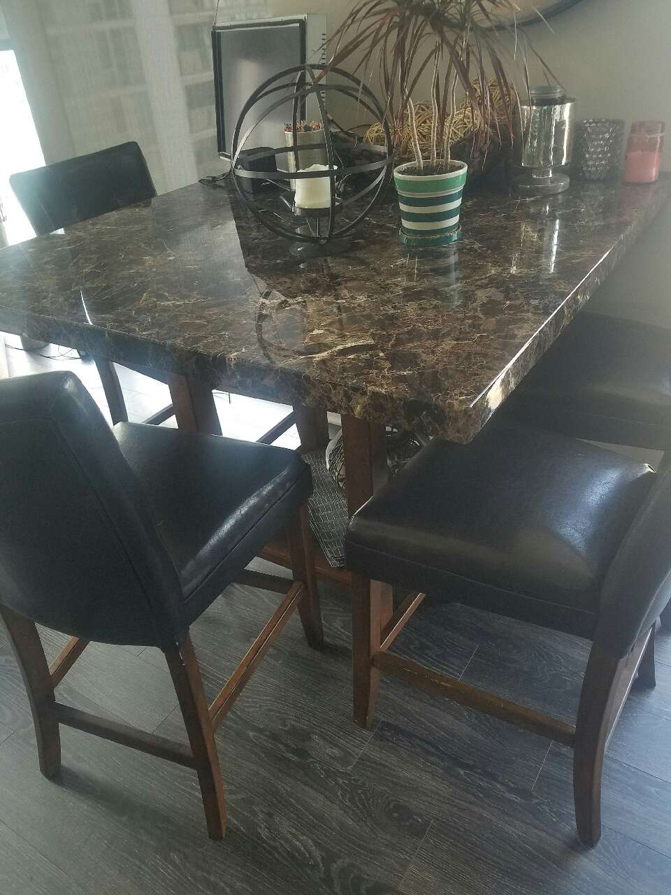 Letgo high top kitchen table and chairs in haymarket il for Kitchen table only