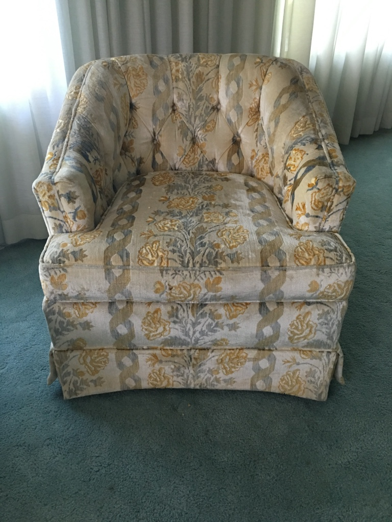 Letgo pair of living room chairs in burbank il for Pair of chairs for living room