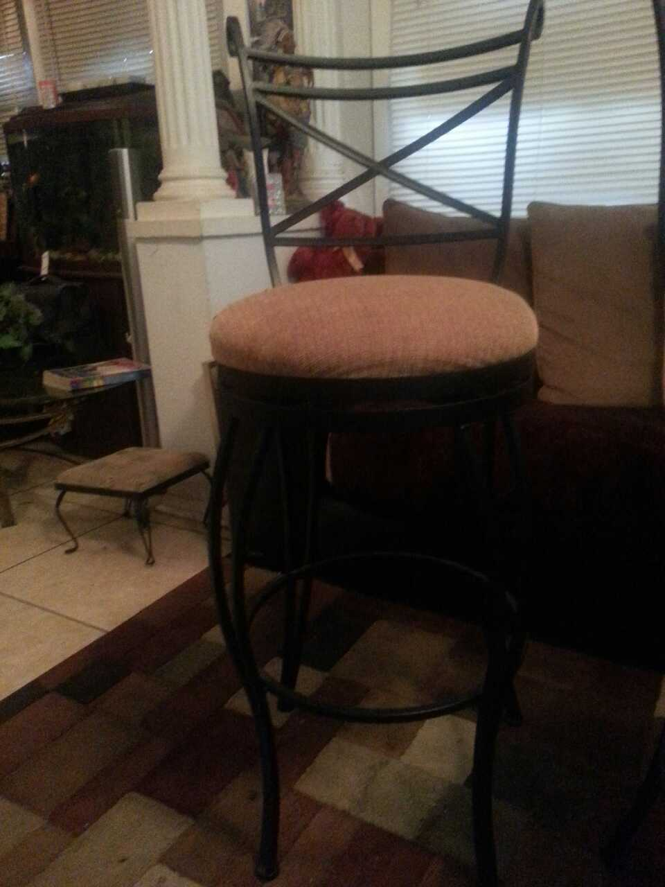 letgo Solid steel bar stools in Tampa FL : ab4e61af2f81187d5f08dfdcf6853151 from us.letgo.com size 960 x 1280 jpeg 68kB
