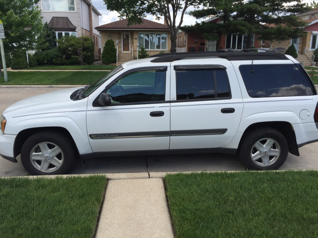 letgo 02 chevy trailblazer in chicago il. Black Bedroom Furniture Sets. Home Design Ideas