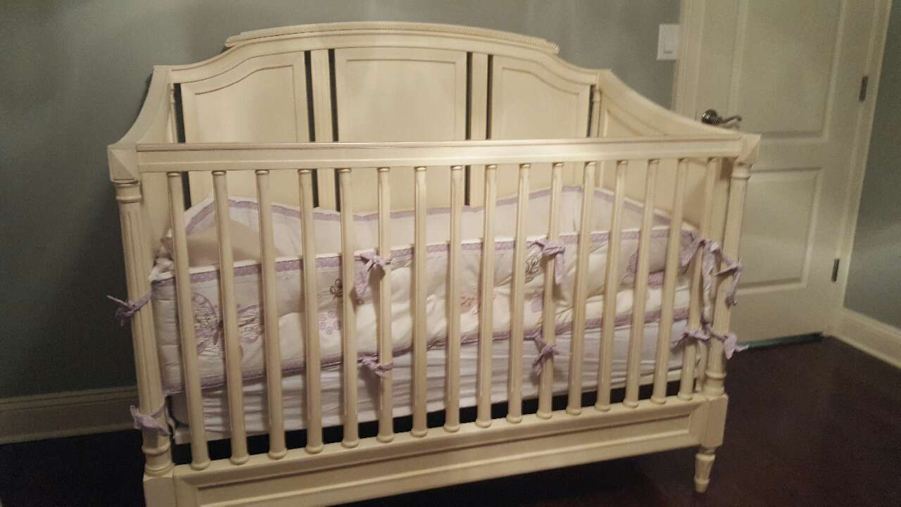 Used crib for sale in nj - White Wooden Crib