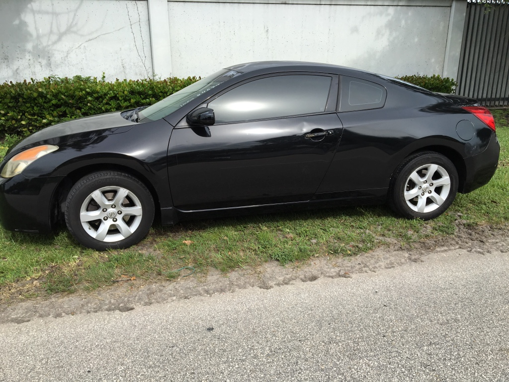 letgo 2008 nissan altima in lauderdale isles fl. Black Bedroom Furniture Sets. Home Design Ideas
