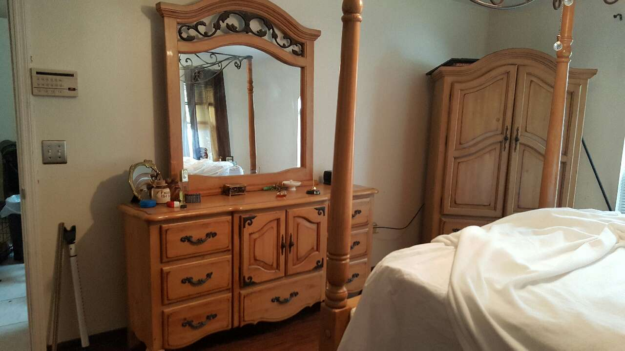 Letgo 6pc Queen Bedroom Set Solid Wood In Sarasota Fl