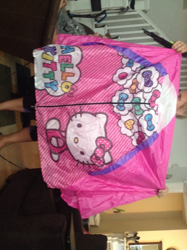 how to close hello kitty tent