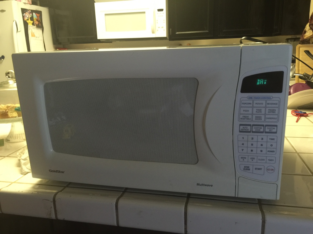 Yellow Microwave Oven ~ Letgo white microwave oven in lane ca