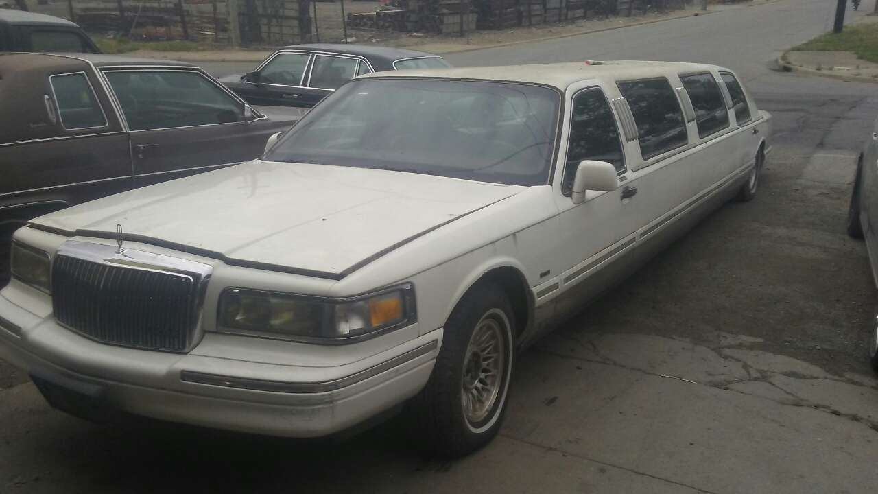 Letgo 1996 Lincoln Stretch Limousine In Bexley Oh
