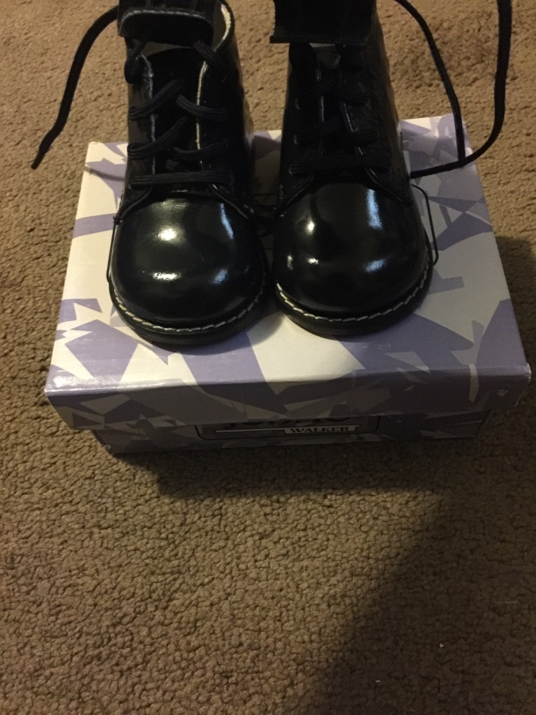 letgo josmo navy walking shoes in lynnewood gardens pa